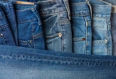 Одежды брюк голубых джинсов Стоковое фото RF