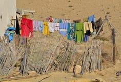 Одежды вися вне для того чтобы высушить Стоковое фото RF