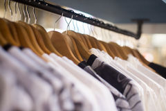 Одежды в магазине Стоковая Фотография