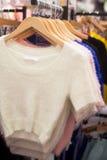 Одежды в магазине Стоковое Фото