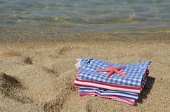 Одежды лета взгляда военно-морского флота на пляже Стоковые Фотографии RF