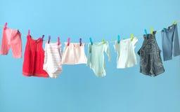 Одежды красочного младенца получая сухой Стоковая Фотография RF