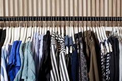 Одежды на вешалках Стоковое Изображение RF