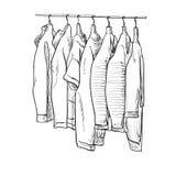 Одежды на осень Пальто и куртка на вешалках Стоковая Фотография