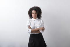 Одежды офиса женщины смешанной гонки нося Стоковые Фото