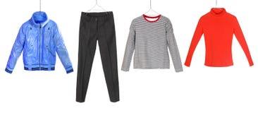 Одежды различной девушки моды на вешалках стоковое изображение rf