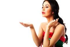 Одежды эльфа женщины нося дуя поцелуй Стоковое фото RF
