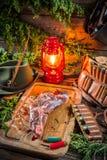 Оленина подготовленная для жарить в духовке в ложе охотника Стоковые Изображения RF