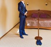 Одетьнный человек Стоковые Изображения RF