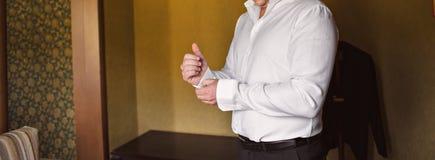 Одетьнный человек Стоковое Изображение RF