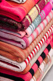 Одеяла для продажи в улице Sagarnaga, Ла Paz, Боливии Стоковое Фото