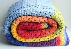 Одеяло вязать крючком крючком радугой Стоковое Изображение