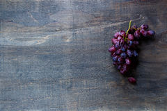 оливка масла кухни еды принципиальной схемы шеф-повара свежая над салатом ресторана стоковые изображения