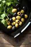 Оливки на плите Стоковое фото RF