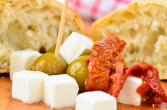 Оливки, сыр фета и sundried томаты Стоковое Изображение RF