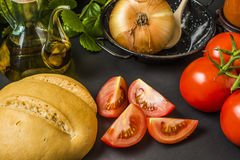 Оливковое масло и овощи Стоковое Фото