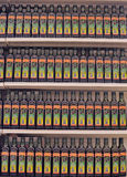 Оливковое масло на полке супермаркета стоковое фото rf