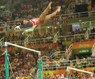 Олимпийские желчи Simone чемпиона Соединенных Штатов состязаются на неровных барах на команде женщин все-вокруг гимнастики на Рио Стоковые Изображения