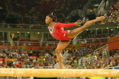 Олимпийские желчи Simone чемпиона Соединенных Штатов состязаются на выпускных экзаменах на гимнастике ` s женщин коромысла художн Стоковые Изображения RF