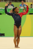 Олимпийские желчи Simone чемпиона США состязаются на вольных упражнениях во время женщин все-вокруг квалификации гимнастики стоковое фото rf