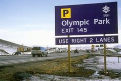 Олимпийский знак уличного движения во время 2002 Олимпиад зимы, Солт-Лейк-Сити, UT Стоковые Фотографии RF