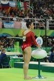 Олимпийский чемпион Aly Raisman Соединенных Штатов перед конкуренцией на коромысле на ` s женщин все-вокруг гимнастики на Рио 201 Стоковое Изображение RF