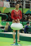 Олимпийский чемпион Aly Raisman Соединенных Штатов перед конкуренцией на коромысле на ` s женщин все-вокруг гимнастики на Рио 201 Стоковые Изображения