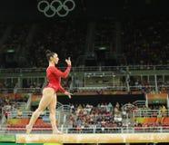 Олимпийский чемпион Aly Raisman Соединенных Штатов состязается на коромысле на ` s женщин все-вокруг гимнастики на Рио 2016 Олимп Стоковые Изображения RF