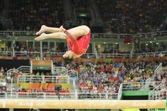 Олимпийский чемпион Aly Raisman Соединенных Штатов состязаясь на коромысле на ` s женщин все-вокруг гимнастики на Рио 2016 Олимпи Стоковое Изображение RF