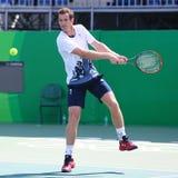 Олимпийский чемпион Andy Мюррей Великобритании на практике на Рио 2016 Олимпийских Игр на олимпийском центре тенниса Стоковые Изображения