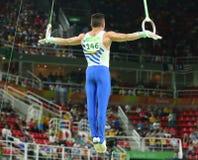 Олимпийский чемпион Eleftherios Petrounias Греции состязается на кольцах ` s людей окончательных на художнической конкуренции гим стоковая фотография rf