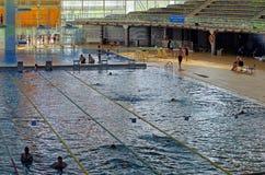 олимпийское заплывание бассеина Стоковое фото RF