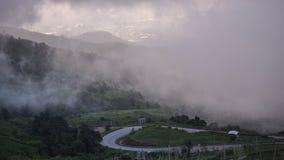 долина горы ландшафта тумана облака Стоковые Изображения