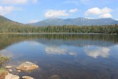 Одинокое озеро и держатель Лафайет, белые горы, Нью-Гэмпшир Стоковое Изображение RF