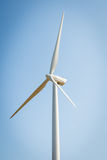 Одиночная ветрянка для производить электричество стоковая фотография