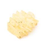 Одиночная изолированная хрустящая корочка картофельной стружки Стоковое Изображение RF