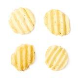Одиночная изолированная хрустящая корочка картофельной стружки Стоковое Изображение