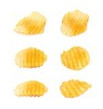 Одиночная изолированная хрустящая корочка картофельной стружки Стоковые Изображения