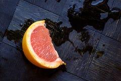 Одиночная красная оранжевая верхняя часть ландшафта клина Стоковые Фото