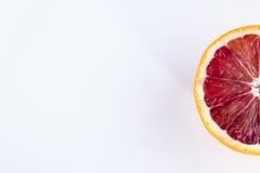 Одиночная половина апельсина крови изолированного на белизне Стоковая Фотография RF