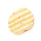 Одиночная хрустящая корочка картофельной стружки Стоковые Фотографии RF