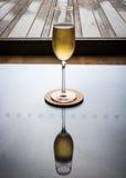 Одиночное стекло Champage с отражением Стоковое Изображение RF