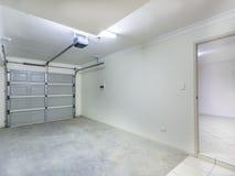 Одиночный гараж стоковые фотографии rf