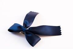 Одиночный смычок подарка, голубая сатинировка Стоковое Фото