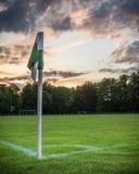 Одиночный угловой флаг и драматическое небо - Spreewald, Германия Стоковое Изображение