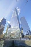 Один всемирный торговый центр - самый высокорослый buidling в новом Йорке МАНХАТТАНЕ - НЬЮ-ЙОРКЕ - 1-ое апреля 2017 Стоковое Фото