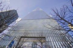 Один всемирный торговый центр - самый высокорослый buidling в новом Йорке МАНХАТТАНЕ - НЬЮ-ЙОРКЕ - 1-ое апреля 2017 Стоковая Фотография