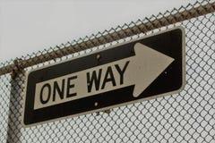 Один знак пути на загородке звена цепи Стоковое фото RF