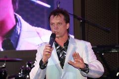 Один из братьев На этапе, композитор-песенник, певица, маэстро Александр Morozov Стоковое Фото