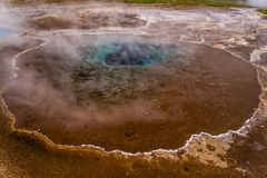 Один из гейзеров, золотое путешествие круга, Исландия стоковое изображение